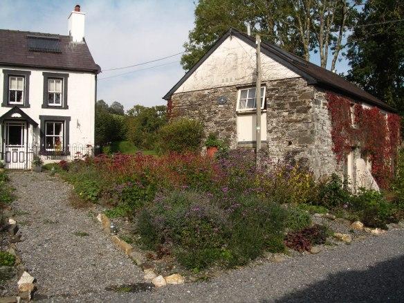 Felin fach & Glanyr afon front garden